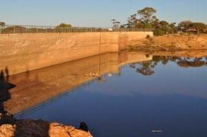 beautiful-reflection-at-dam.jpg